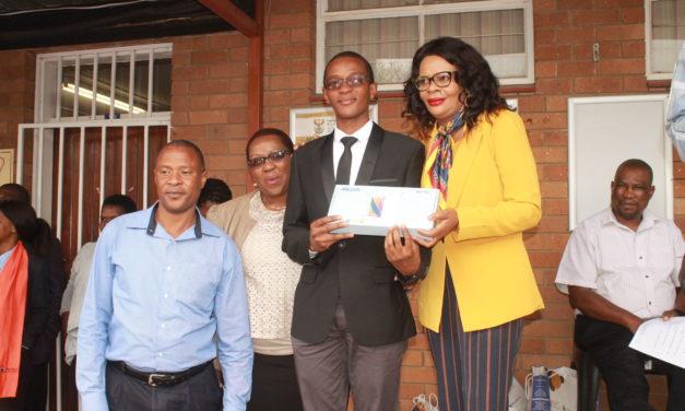 Siyabonga scoops award for overall Top Achiever